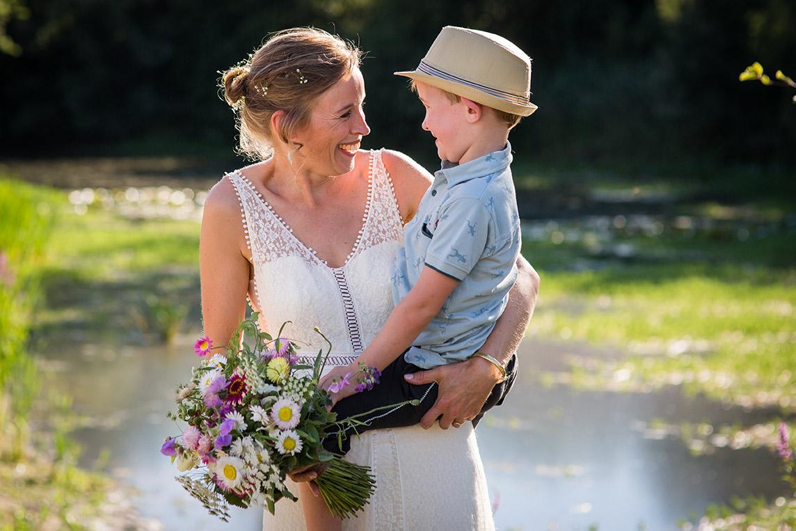 trouwen in Brabant - FloorFoto - moeder en zoon