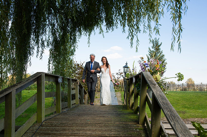 bruiloft in Castricum - FloorFoto - bruid en vader