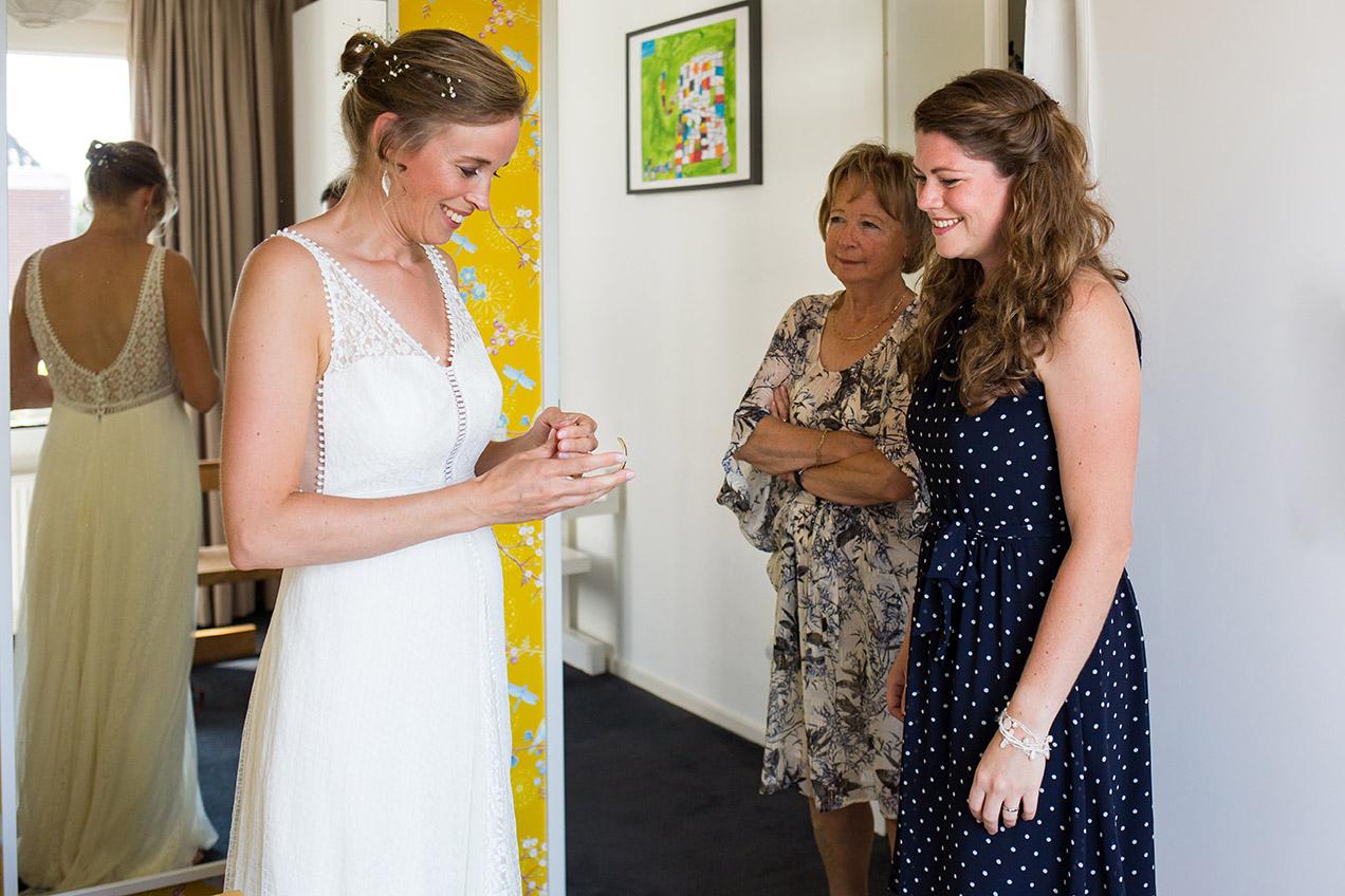 Trouwfotografie in Brabant -voorbereiding bruid