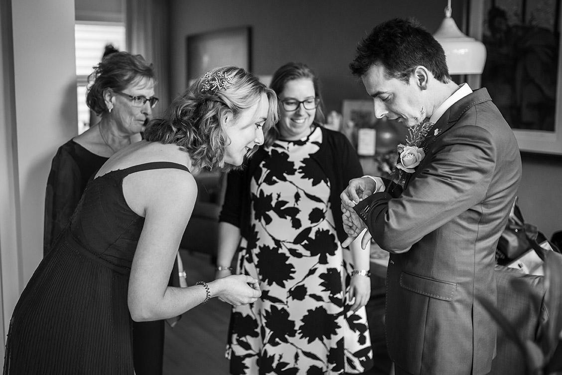 Trouwfotografie in Haarlem - voorbereidingen bruidegom