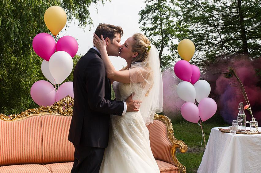 bruiloft in Amsterdam - de kus