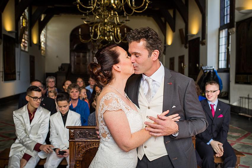 trouwen in Haarlem - de kus