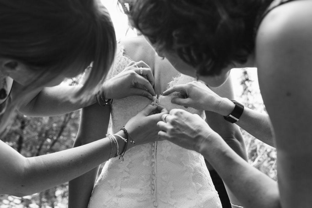 Een mooie trouwfoto zit 'm in de details. Bijvoorbeeld een foto van je trouwjurk.