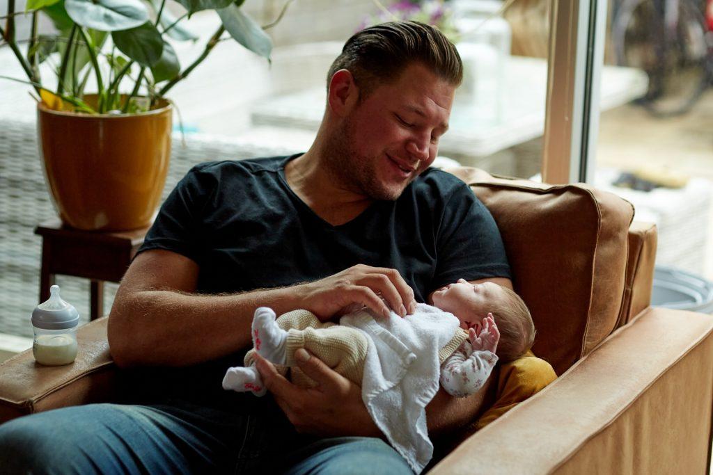 Baby fotoshoot met vader en baby